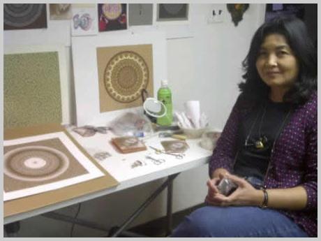 Marietta Ganapin en su estudio de trabajo